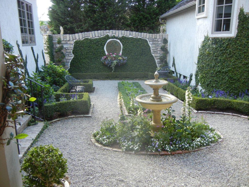 French country garden hopebordeaux for Landscape decor